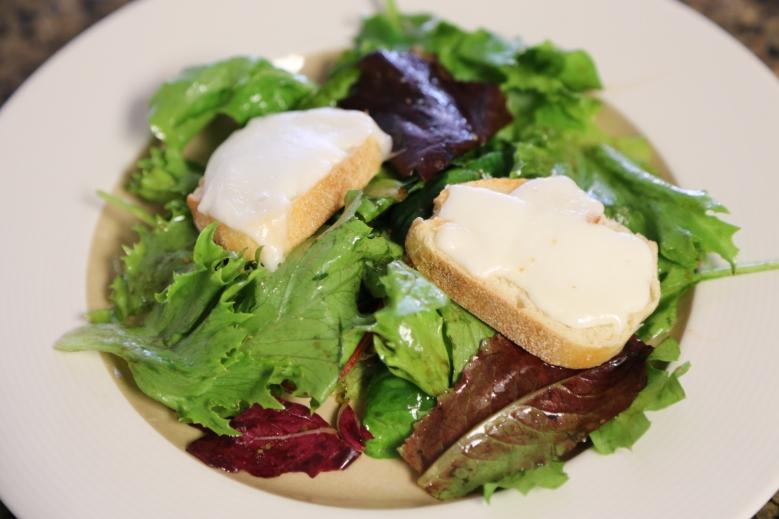 Warm goat cheese salad