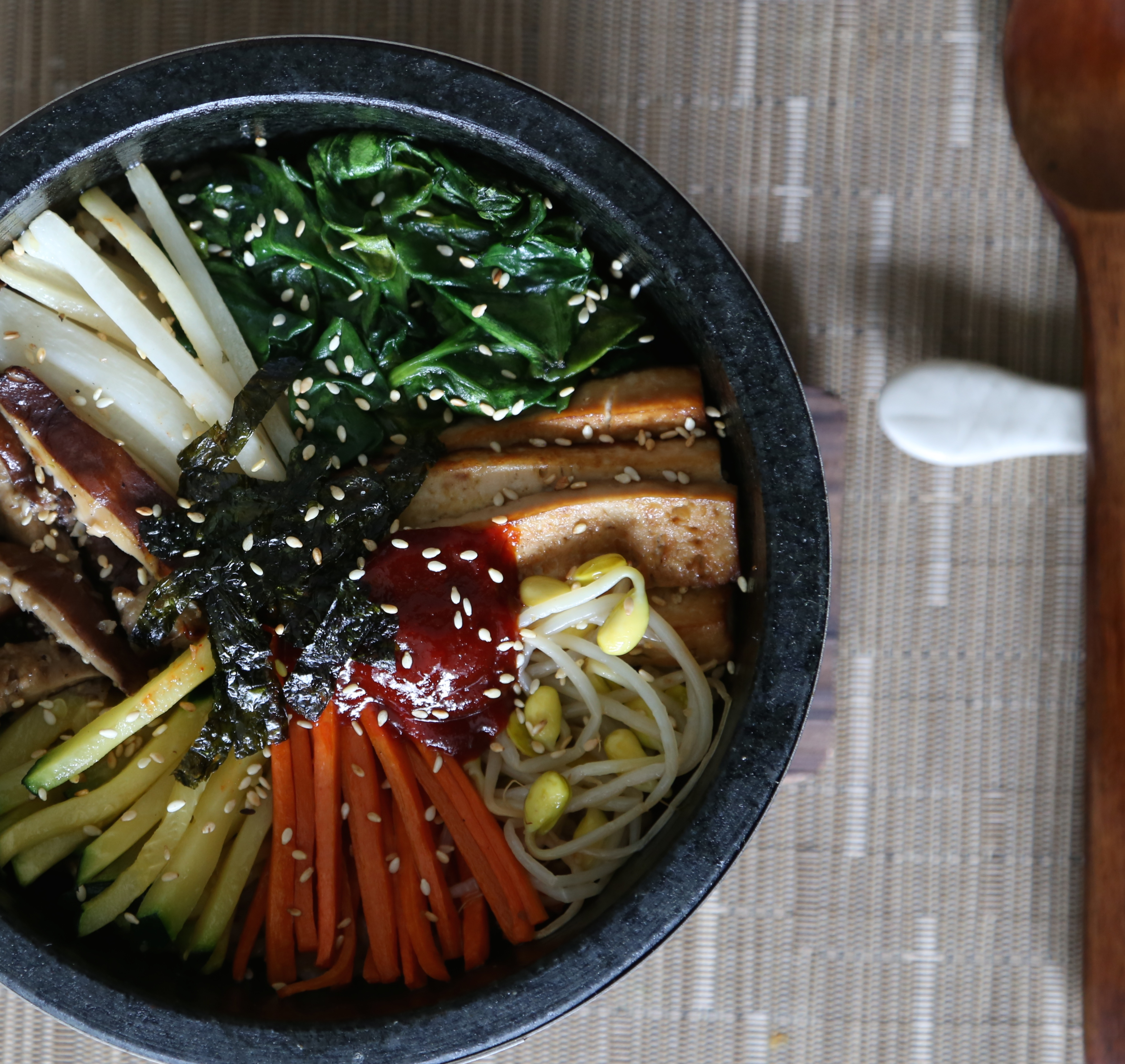 how to eat dolsot bibimbap