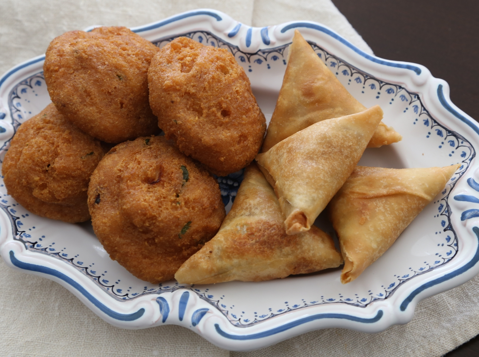 Baya Gyaw (Gram Fritters) and Burmese Samosa (Golden Triangle)