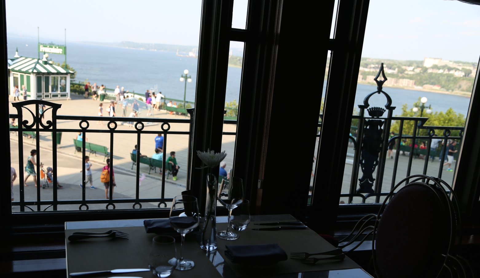 Le Champlain, dining with view of Terrasse Dufferin and the St. Lawrence River.